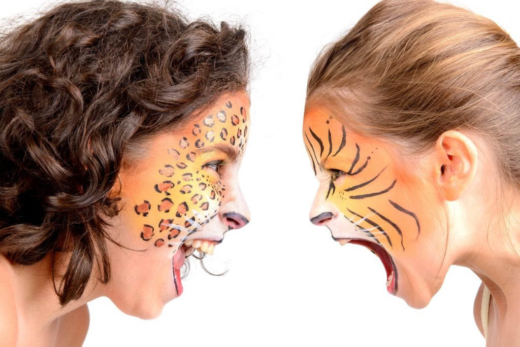 To børn med ansigtsmaling - Henholdsvis en tiger og en gepard